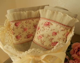 towels of charm with lace ruffle and fabric liberty of small roses