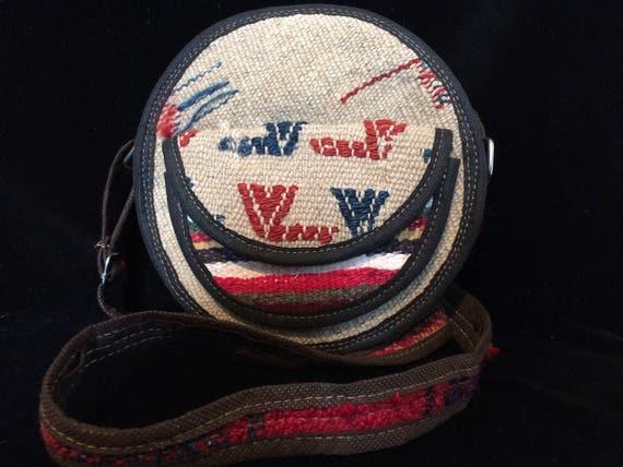 Hand woven vintage Kilim hippie bag , Crossbody Round Shoulder Bag with adjustable strip, round bag, wool bag, vintage Kilim, crossbody bag