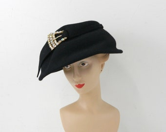 dd7c77315b3 Vintage 1950s Black Felt Cloche with Aurora Borealis Buckle ... Mid-Century  Mod Tilt Hat ... Fedora-Type Face Framer