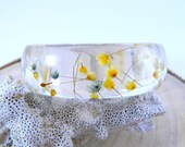 Vintage 1960s Lucite Dried Flower Bangle Bracelet Dried Wildflower Boho Jewelry Blue Yellow Floral Retro Bangle