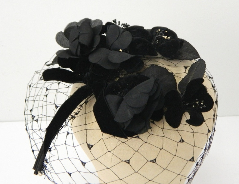 ac13f0c4e8406 Black Floral Veiled Fascinator ... Vintage 1950s ... Black