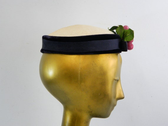 Pillbox Hat with Grape Cluster ... Vintage 40s No… - image 4