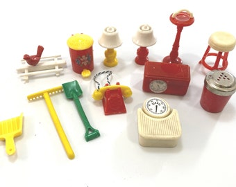 Vintage Dollhouse Furniture Lot Of 13 ... 1950s Renwal Dollhouse Miniatures