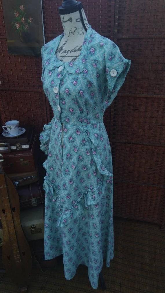 Floral housewife prairie dress/floral prairie dres