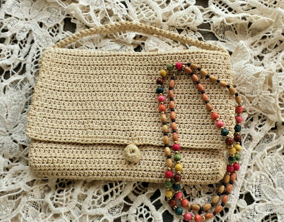 Knitted handbag with wood beaded necklace/vintage
