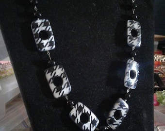Houndstooth beaded chain necklace