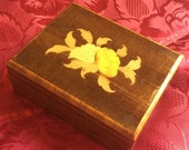 Jewelery box or cigarette box from the 50s, 60s in beech and precious wood marquetry, Sorrento, Italy.