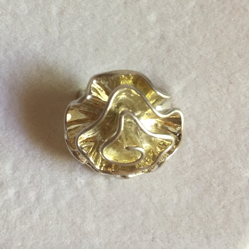 5129db3b22795 Stylized silver camellia ring, 80s 90