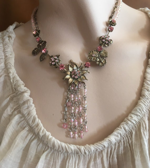 Lovely floral necklace, silver metal, crystals and
