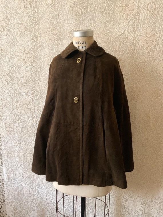 Suede Turnlock Cape / Size Small