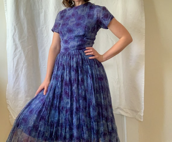 1950's Chiffon Micropleat Roses Dress / Size XS