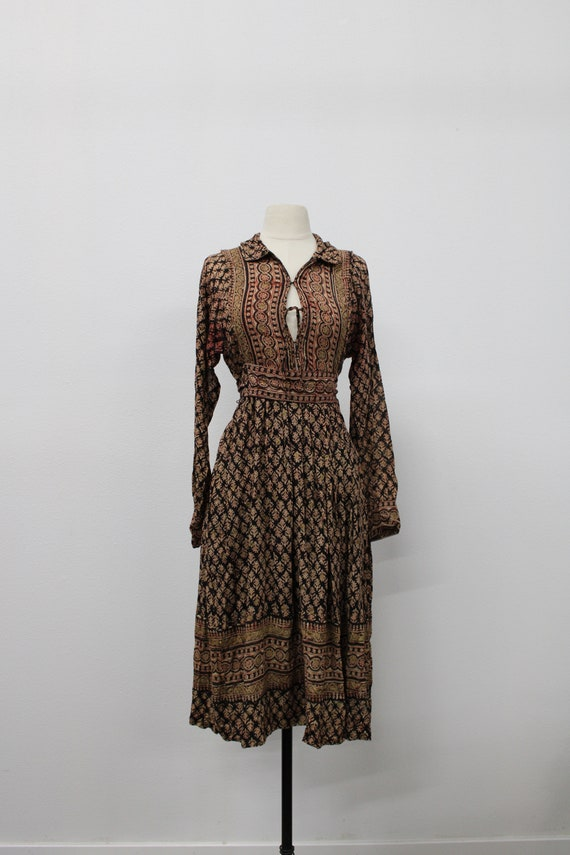 Vintage Women Indian Dress. Made in India for Indi