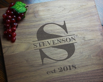 Monogram Personalized Cutting Board Gift for Mom, Mothers Day Gift for Cook, Custom Charcuterie Board, Engraved Engagement Gift for Couples