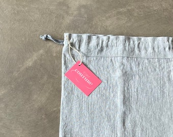 Bread bag made of light grey linen fabric in vintage look
