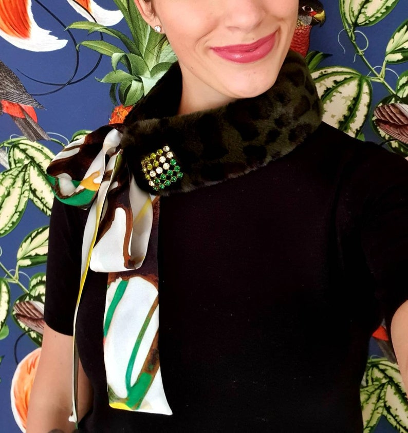 Moss green woven fur collar with animal pattern and abstract image 0