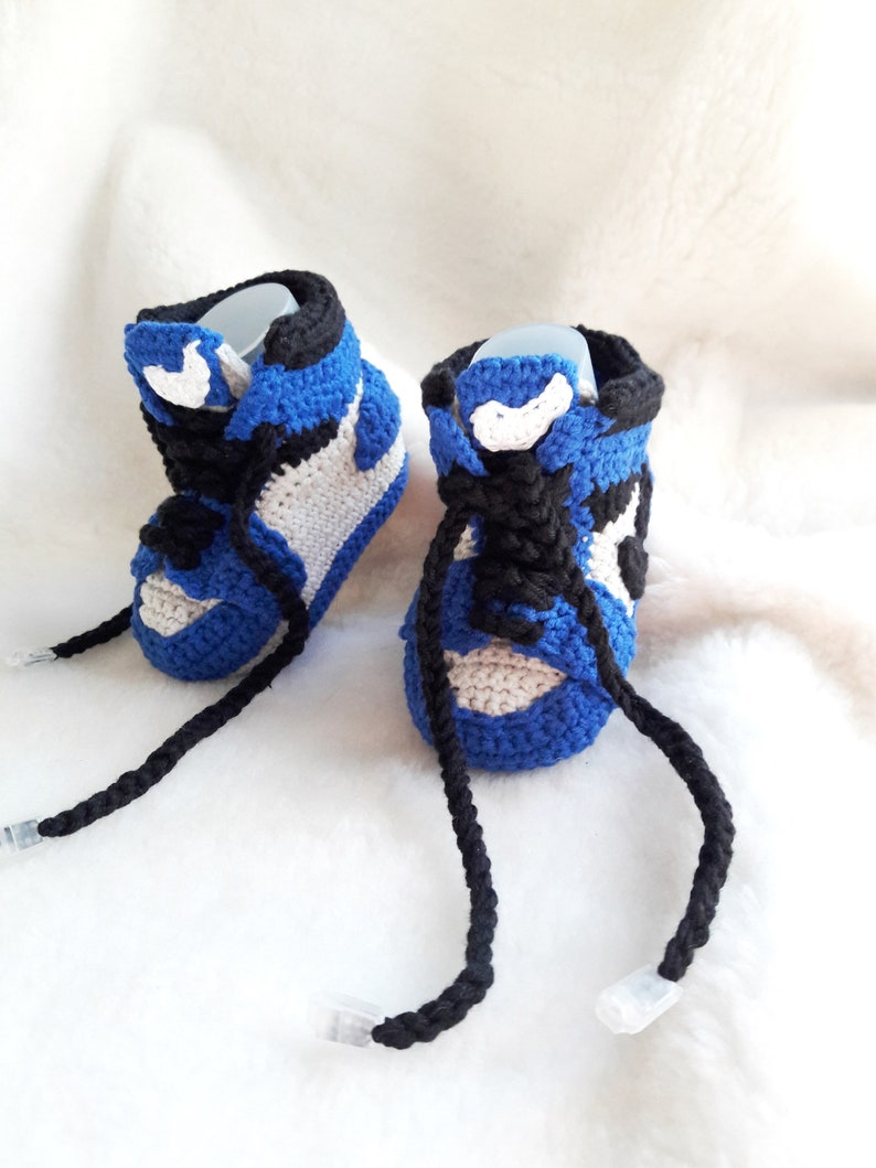 8871d1a6412b Crochet baby sneakers copy Jordan Air retro Crochet blue baby