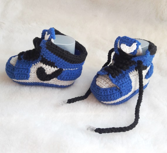 5b9da09f2a5 Crochet baby sneakers copy Jordan Air retro Crochet blue baby
