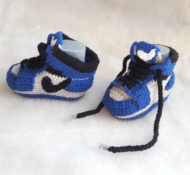 8dc68f747cb68 Crochet baby sneakers copy Jordan Air retro Crochet blue baby