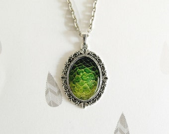Khaleesi's Dragons Game of Thrones - Oval pendant - Special Jewel - Special Gift - Geek gift - Dragons