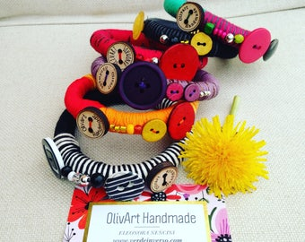 Cotton wristbands and buttons Olivart//Olivart/Bracelets/natural yarns//accessories//gift ideas//multicolour