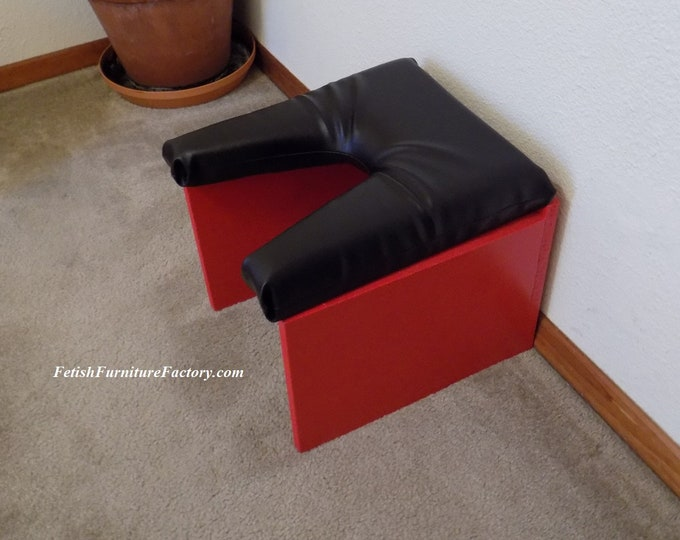 Mature: Queening Stool for Oral sex. Queening Chair, Face Sitting Chair for Female Domination. Dungeon Sex Chair. Smother Box. FemDom, Kinky