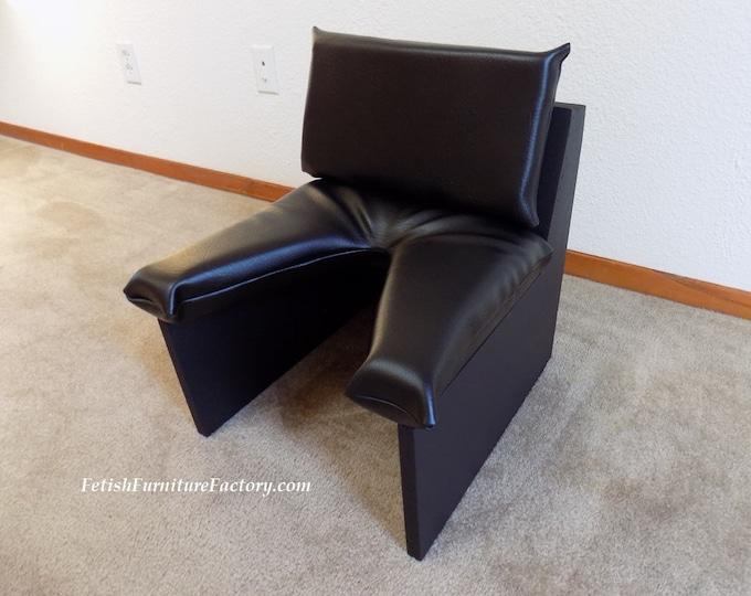Mature: BDSM Furniture, Queening Chair, Rim Seat, Sex Chair for Oral Sex, Face Sitting Chair, Dungeon Furniture, Sex Toy, FemDom, Dominatrix