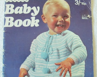 Patons Baby Book No 166 / knit and crochet patterns for babies / baby knitting patterns