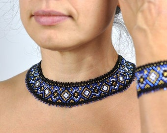 A jewellery set: collar collier and cuff bracelet. Beaded jewelry Ethno slavic Necklace