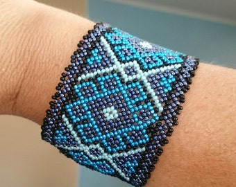 Mexican Huichol Beaded Cuff bracelet Huichol art Native american style für him and her seed beads jewelry