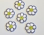 Daisy Motif/Flower Motif Iron On Embroidered Patch