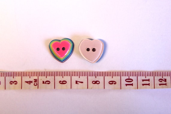 10 X PLASTIC HEART BUTTONS-15MM WIDE-WHITE OR PINK-ON A SHANK-HEART BUTTONS