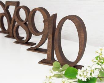 Numéros de table en bois lot de 5 - table marron numéros - signes du tableau nombres - numéros de table de mariage - table rustique - décoration de table mariage
