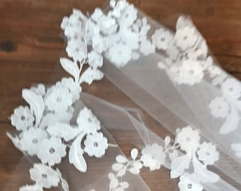 Fingertip IVORY Lace Wedding Veil / Lace Edge / Ready to Ship / 1-Tier / Comb / IVORY Wedding Veil / Bride