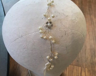 Pretty Gold Pearl Crystal and Rhinestone Flower Hair Vine / Headband / Hair Chain in yellow gold / Pins Secure / Drop Pearls / Long Hair Vin