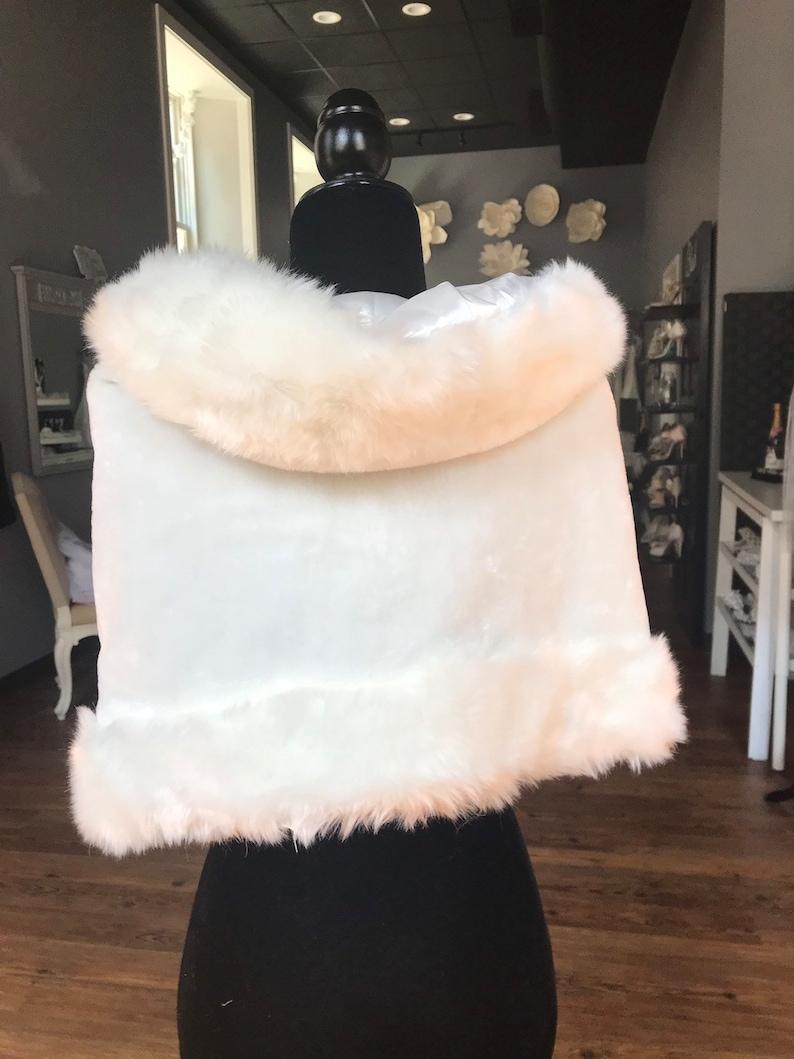 Ivory Faux Fur Wedding Shrug   Fur Collar Wrap  Rounded Fur Bolero  Fur Shrug  Gorgeous Wedding Shrug  Ivory Shawl Collar  Size Sm
