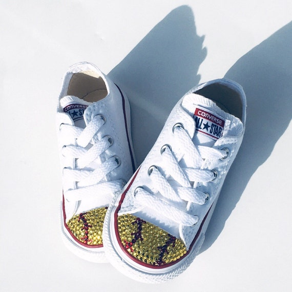 There are 11 tips to buy shoes, converse, white, baby shoes