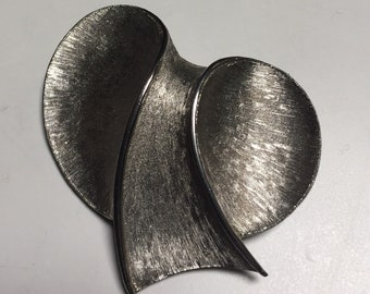 JJ Silver Tone Bow Pin - Modern Design