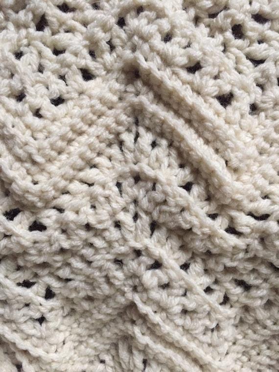 Fisherman/'s Net Pattern Crocheted Beige Doll Blanket