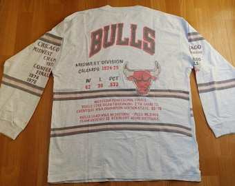 NBA Chicago Bulls jersey, Midwest Division Champs t-shirt vintage basketball long sleeve 90s hip-hop 1990s hip hop clothing, size L Large
