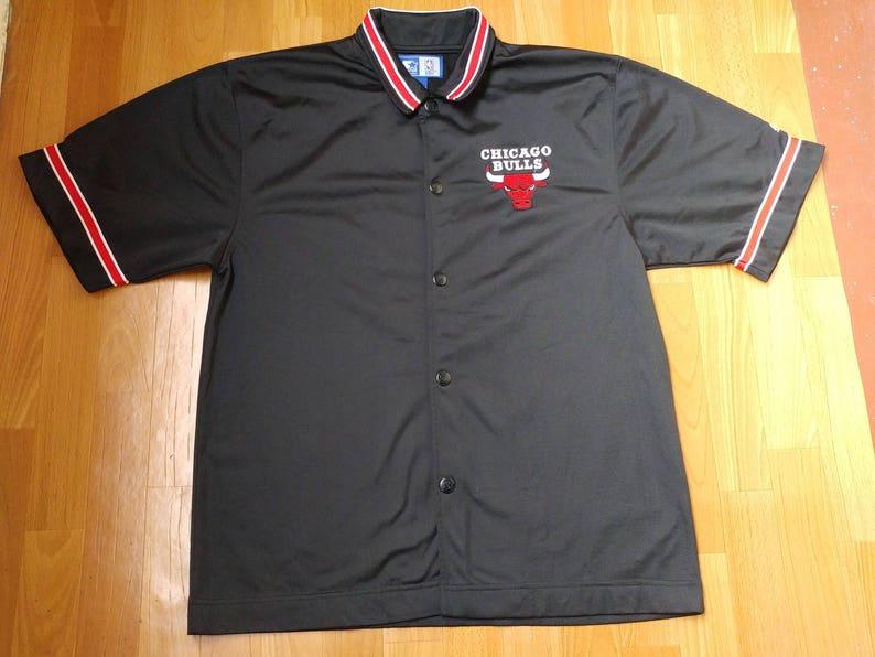 sale retailer e5afd 12b1f Starter Chicago Bulls jersey, NBA officially licensed t-shirt, vintage  basketball jersey 90s hip-hop, 1990s hip hop clothing, size M Medium