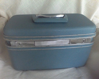 Train case, suitcase ,old luggage, overnite case, makeup case,Samsonite, aqua color
