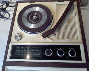 Am Fm Radio  Record Player  Phonograph Model no 569.32440201 Serars Roebuck