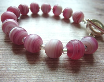 Pink and White Bead Bracelet. Chunky Bracelet with Pink and White Patterned Beads.  Very Pretty Bracelet.