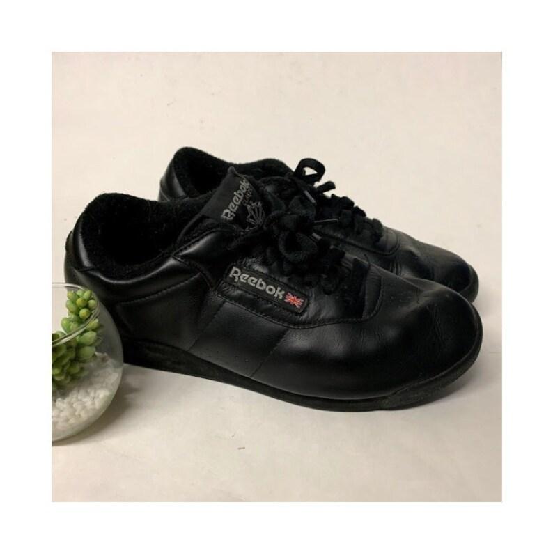 f62447fed6f3 Vintage Reebok Classics Black Leather Sneakers Vintage Reebok