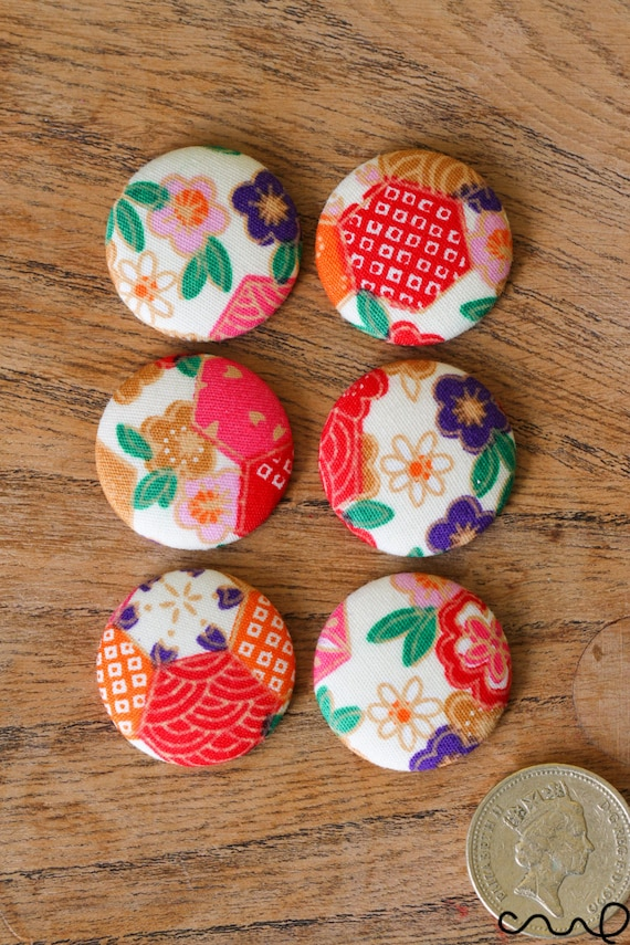 6 Handmade Japanese Floral Pattern Fabric Covered Flat Button Craft 40L 25mm VAT