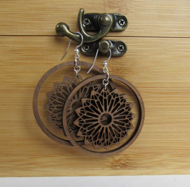 f3c6a911489 Corte láser madera aretes, pendientes, pendientes de declaración, joyería  de playa, únicas pendientes, pendientes hechos a mano de madera, aros ...