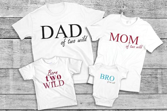 Bügelbild Geburtstags  Set Two Wild Mom Dad Schwester Bruder BRO SIS Two Wild auch  mit Wunschnamen Statement Shirt