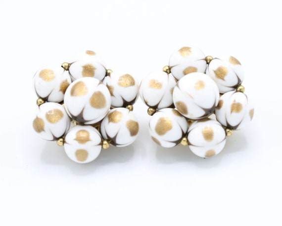 Vintage 1960s Trifari Gold and White Bead Cluster