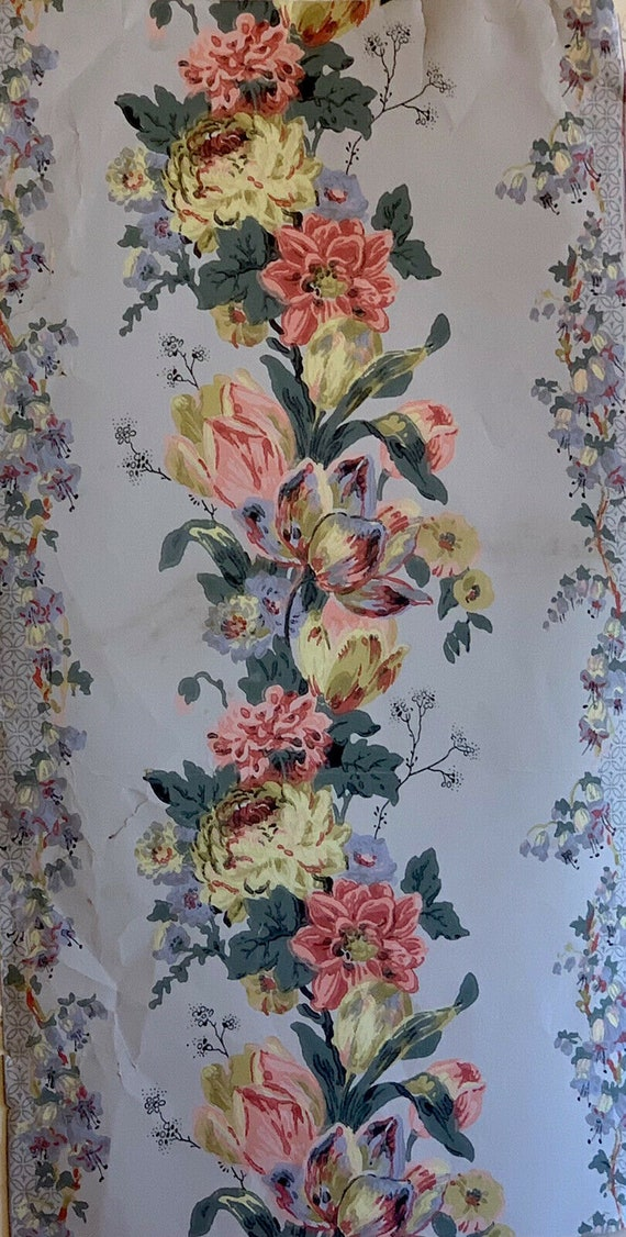 Beautiful early 20th Cent. French floral striped wallpaper 5069