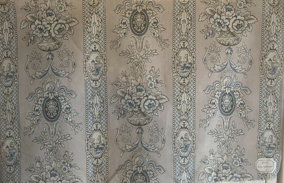 Beautiful Early 20th Century French Cotton/Linen neo-classic conversational fabric 5024